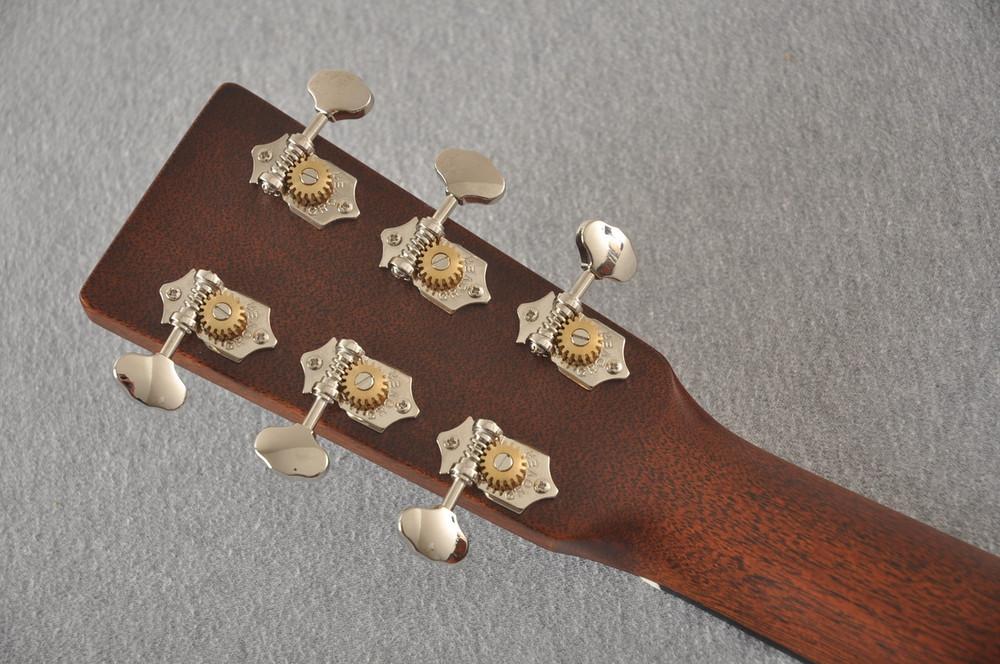 Martin Custom 00 Style 18 Adirondack Spruce Ambertone Acoustic #2260971 - Back Headstock