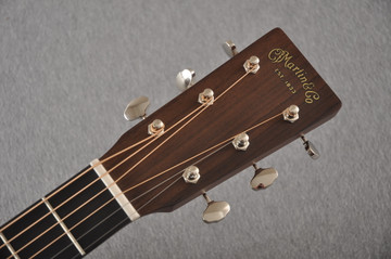 Martin 000-18 Standard Acoustic Guitar #2356514 - Headstock