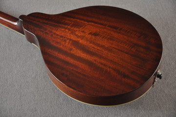 Eastman MD404 Black Mandolin A Style Oval Hole Solid Spruce Top - View 4
