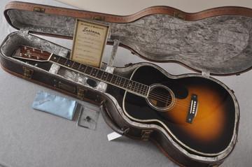 Eastman E40OM Acoustic Guitar Orchestra Model Adi Top Sunburst - View 2