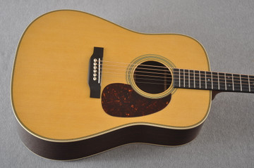 Martin HD-28 Dreadnought Acoustic Guitar #2276884 - Top