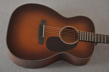 Martin Custom 00 Style 18 Adirondack Spruce Ambertone Acoustic #2260971 - Top