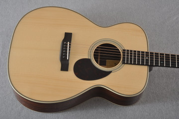 Eastman OM Acoustic Guitar Orchestra E20OM Adi Top Hand Scalloped - View 11