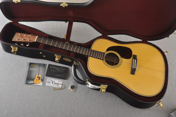 Martin Custom HD Style 28 Adi Wild East Indian Rosewood #2305135 - Case