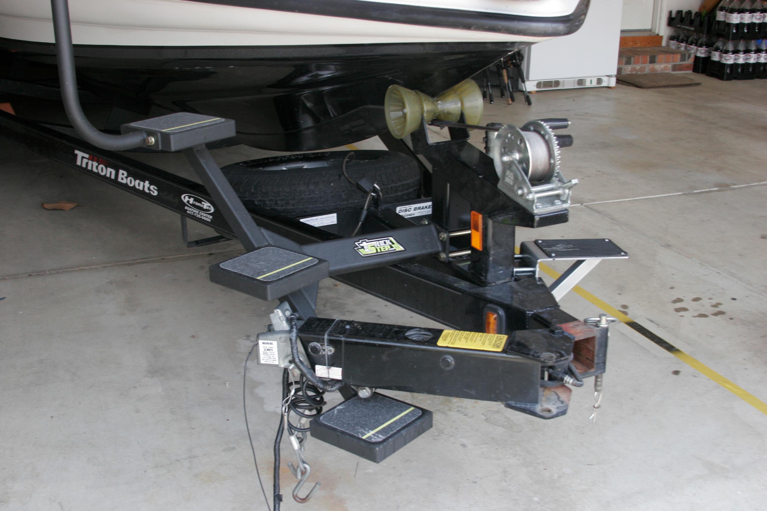 2006 Triton Tr196