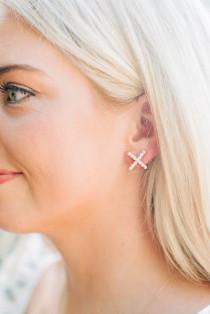 Pearly Criss Cross Stud Earrings