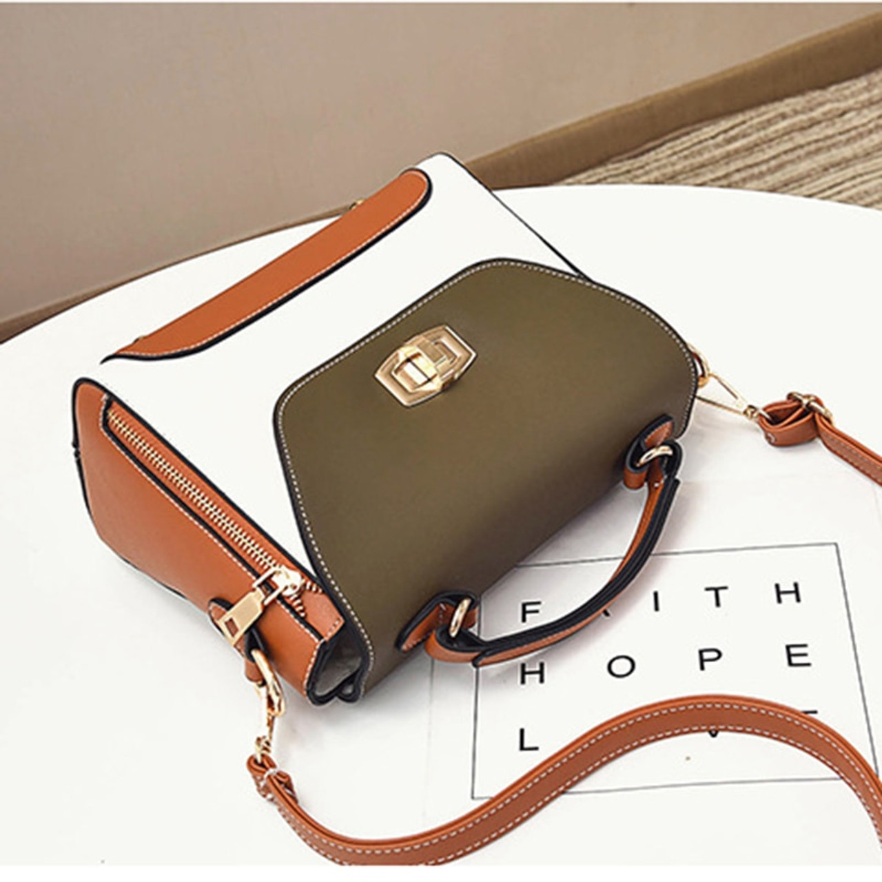 ... Women Handbags Fashion Women Messenger Bags Flap Crossbody Bag Hasp  Cute Shoulder Bolsa High Quality Small ... 4b0017e187016