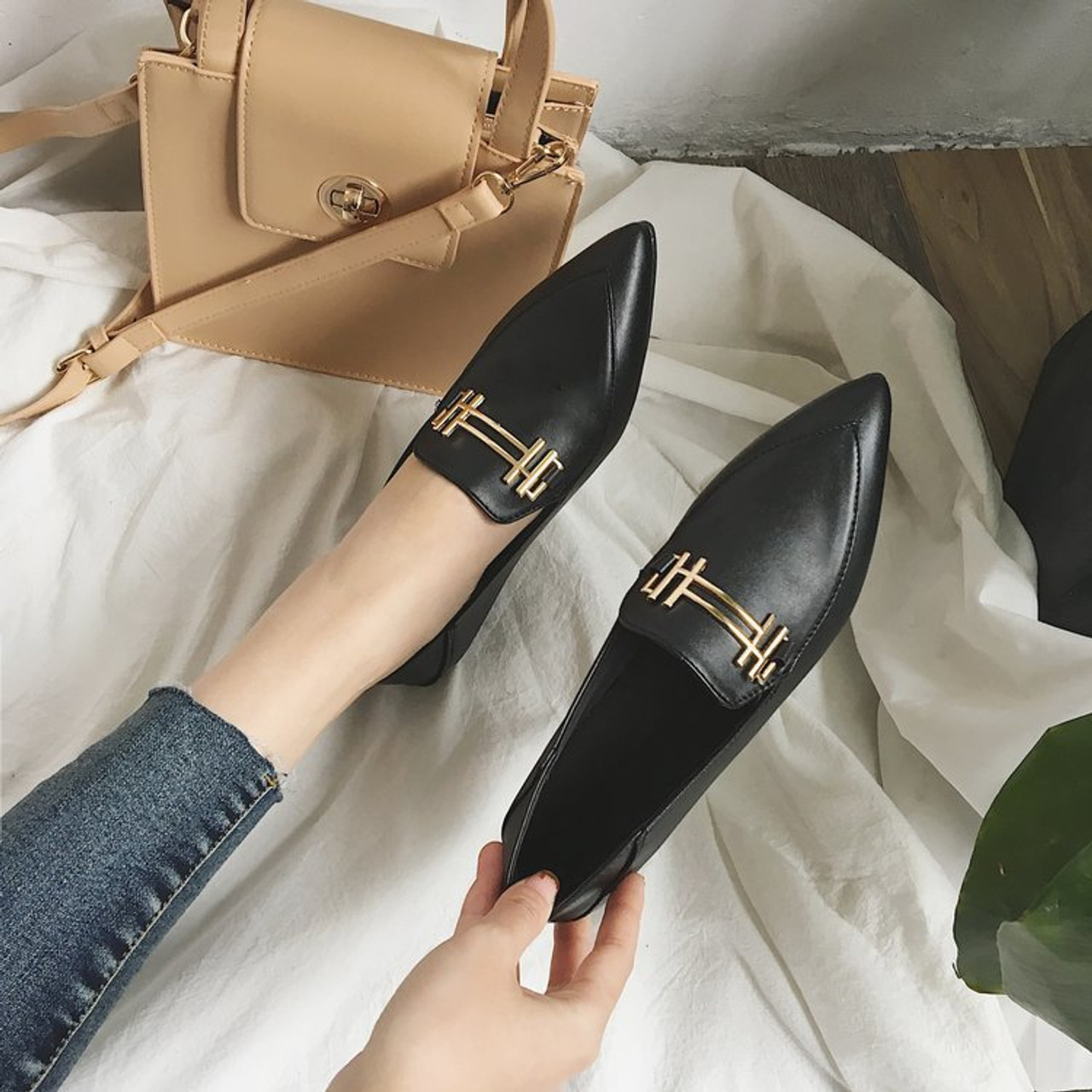 7c1bbe8f6e4c ... Korean fashion flat shoes women spring autumn new pointed toe sexy  vintage black casual shoes slip ...