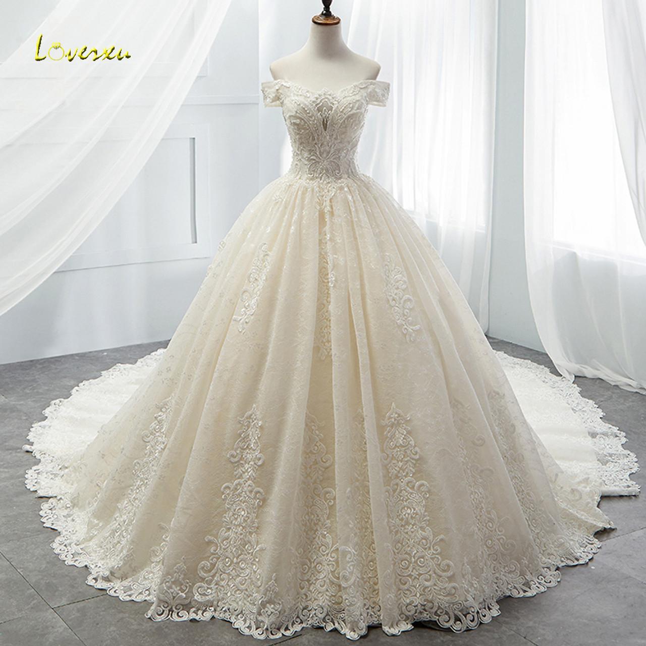31d5f9f39164b Loverxu Boat Neck Lace Vintage Ball Gown Wedding Dress 2018 Royal Train  Appliques Beaded Princess Bridal Gown Vestido De Noiva