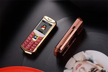 "Luxury unlocked dual sim card Mobile Phone 1.5"" MP3 Camera bluetooth Flashlight metal body cheap fashion Golden cellphone phone"