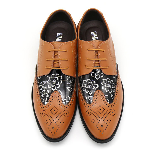 Lace Up Designer Luxury Men Shoes Fashion PU Leather Dress Shoes Pointed Toe Bullock Oxfords Shoes Men Wedding Office