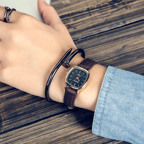 2019 antique vintage small Women Watches fashion Quartz Ladies watch leather brown black Retro Wrist Watch female bracelet watch