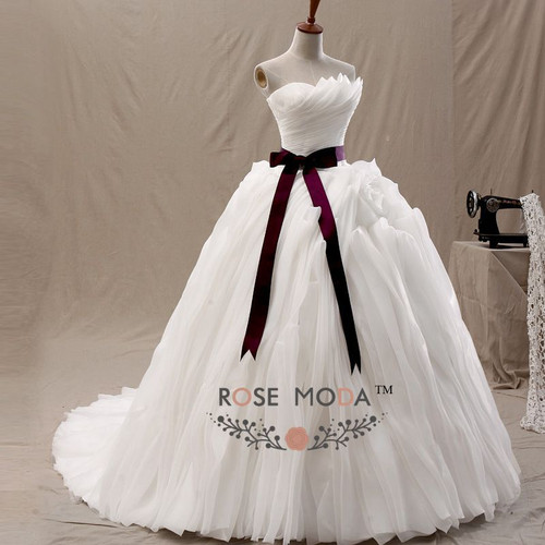 Rose Moda 3D Ruffled Organza Wedding Dress Removable Burgundy Sash Ball Gown Cathedral Train Vestidos de Noiva Real Photos