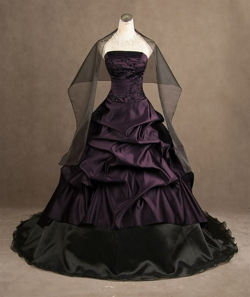 Classic Black and Purple Gothic Wedding Dresses Strapless Ruched Ball Gowns Satin Corset Bridal Gowns with Free Shawl