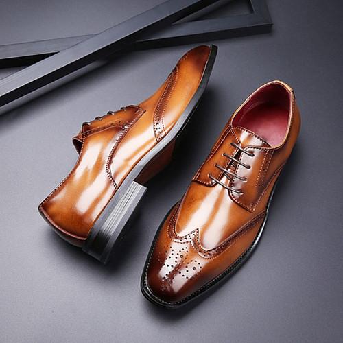 2019 New Leather Carved Business Men Dress Shoes Spring/Autumn Vintage Men Brogue Formal Men's Square Toe Shoes Black Brown