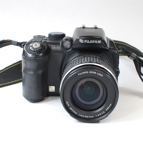 90% new (used) Fujifilm HD digital camera s9500 s9600 Compared with the DSLR camera 9 million effective pixels  optical zoom