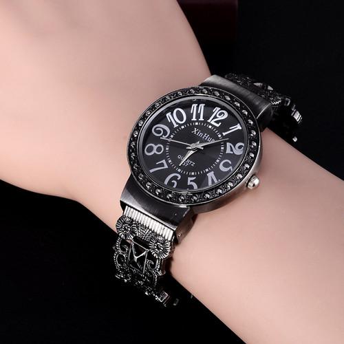 2017 New Hot Sell Xinhua Fashion Calm Black Bracelet Watches Women Rhinestone Crystal Wristwatches Business Women Dress Watch