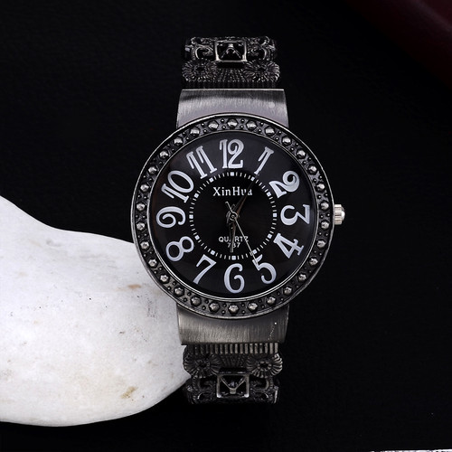 2017 New Hot Sell Xinhua Fashion Calm Black Bracelet Watches Women Rhinestone Crystal Wristwatches Business Women Dress Watch