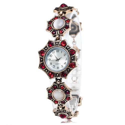 New Women Top Brand Luxury Watch Fashion Vintage Quartz Watches rhombus  Diamond-encrusted Bracelet Watch wist Watches