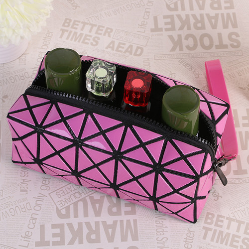 2018 New Fashion Geometric Zipper Cosmetic Bag Women Laser Flash Diamond Leather Makeup Bag Ladies Cosmetics Organizer
