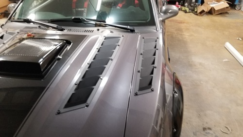 Medium Fender/Hood Vents