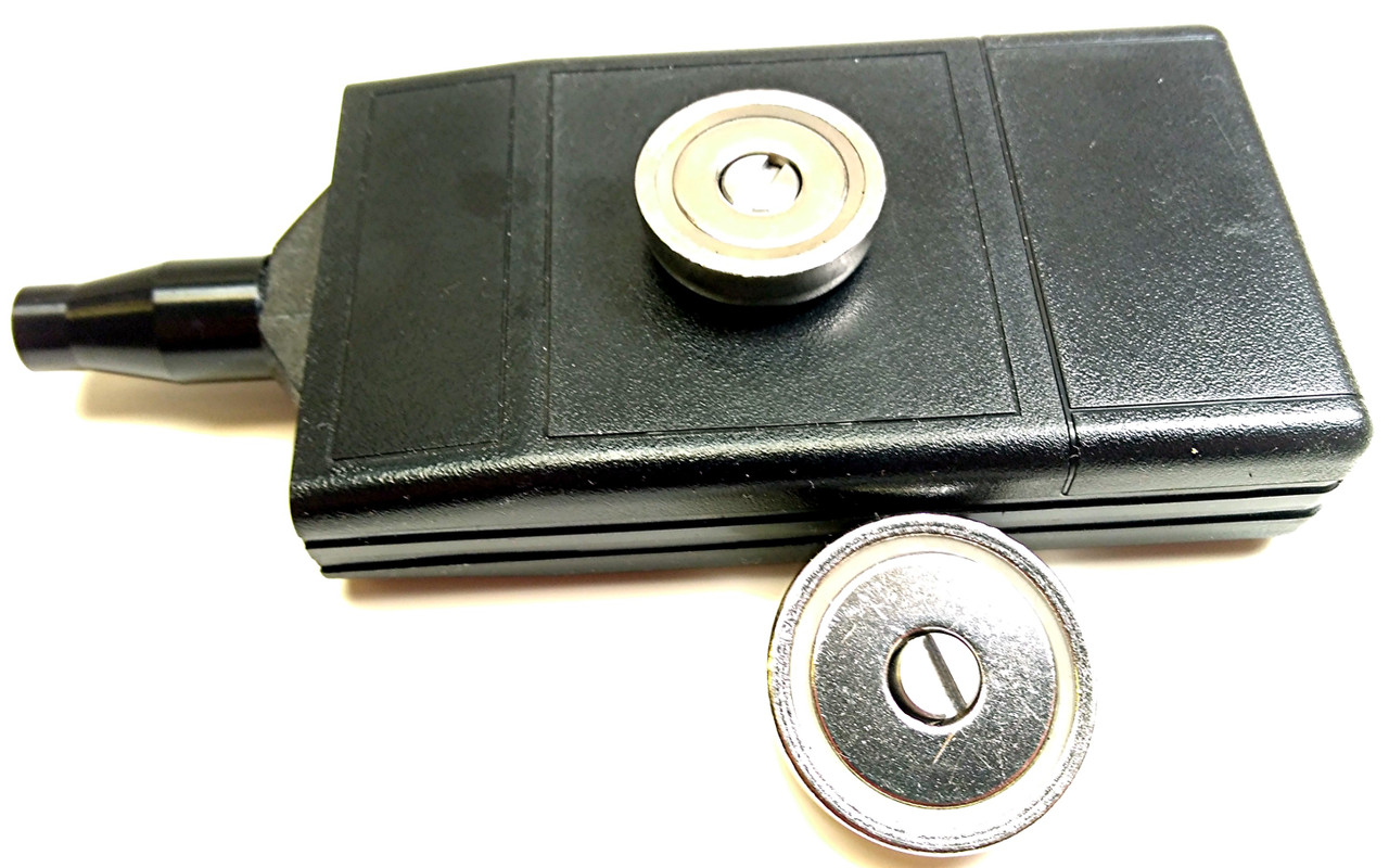 Back Side of SB-II showing 25mm Magnet installed and the 32mm on its side. The mounting captive screw is visible