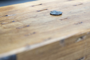 had detailed woodgrain finish with maker's mark