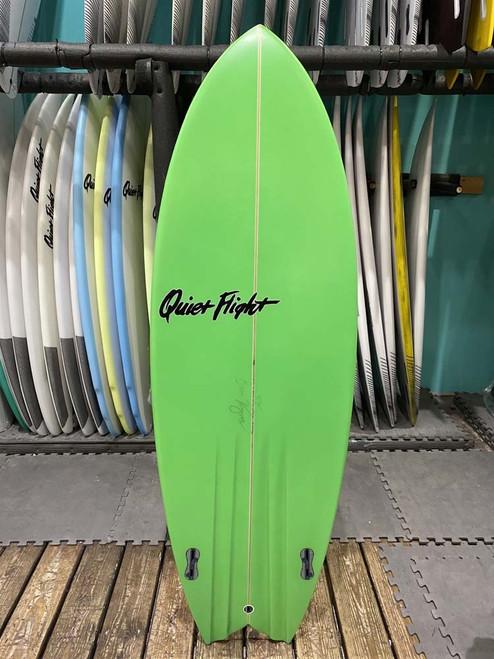 5'7 QUIET FLIGHT BAD FISH SURFBOARD (59736)