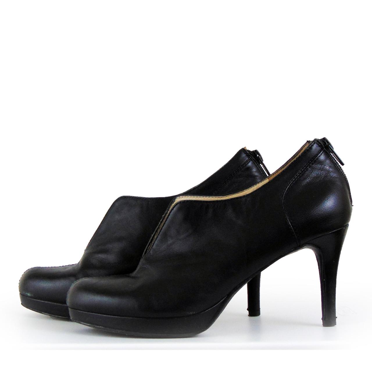 b03e978698d Nine West Black Bootie Shoe Size 6 1 2 M Nice slip on bootie with