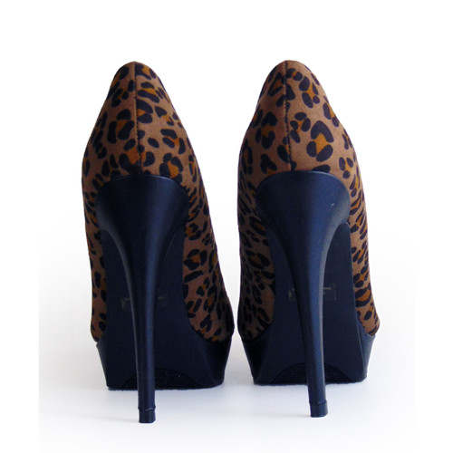 1fe6df4236 ... G by Guess Animal Print Stiletto Heels Size 6 1/2M ...