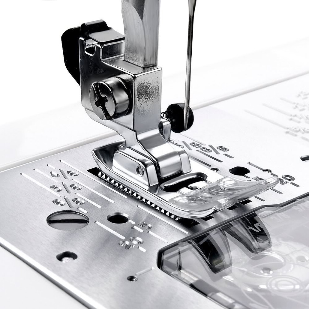 Janome Magnolia 7330 Computerized Sewing Machine w/ FREE! 5-Piece V.I.P Reward Package and FREE! 2nd-Day Shipping