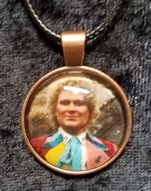 Doctor Who - Collin Baker - 6th Doctor (dome necklace)