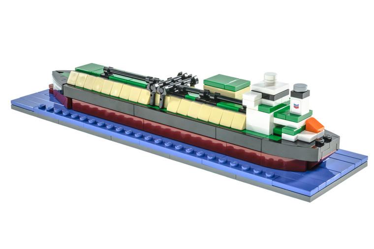 Oil Tanker and LNG Tanker 2-in-1 (2017)