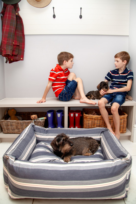 Hugo_&_Otto_Dartmouth_Dog_Bed_Dark_Navy_Medium_Lifestyle_Finnbar_Ottilie_Jack_Harry_jpeg