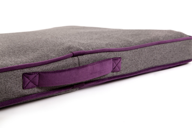 Hugo_&_Otto_Winchester_Memory_Foam_Dog_Bed_Aubergine_Anthracite_Handle_Detail_jpeg