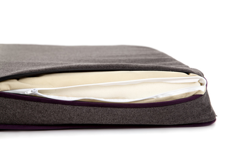 Hugo_&_Otto_Winchester_Memory_Foam_Dog_Bed_Aubergine_Anthracite_Memory_Foam_Detail_Zipped_covers_jpeg