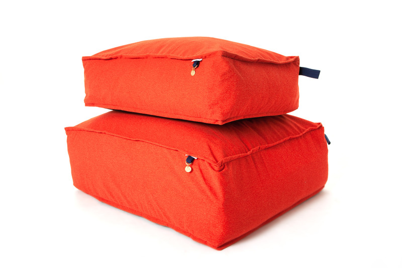 Hugo_and_Otto_Lincoln_As_Nice_As_Pie_Marmalade_Cushion_Dog_Bed_Carry_Size_Difference_Detail_jpeg