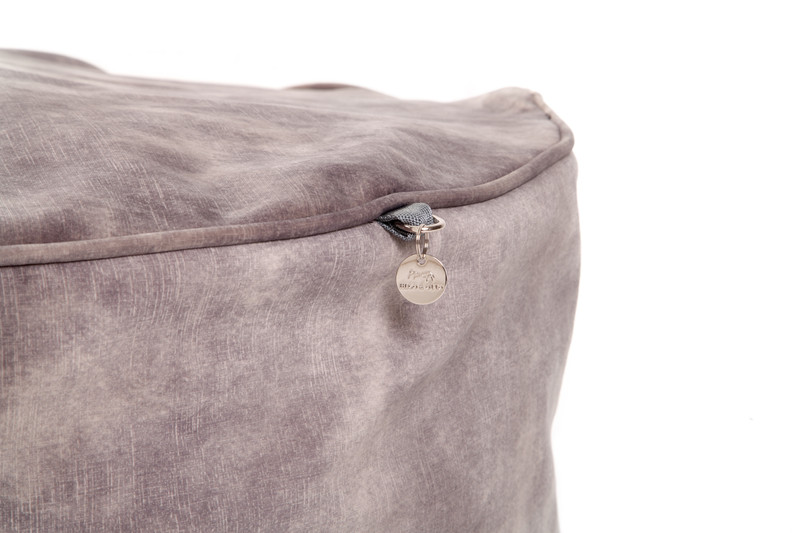 Hugo_and_Otto_York_Sitting_Pretty_Cushion_Dog_Bed_Taupe_Detail_png