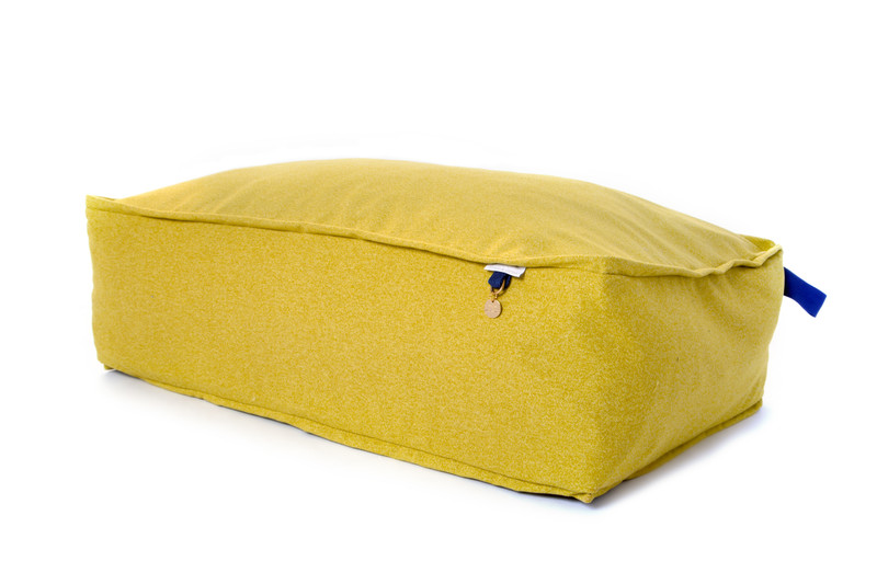 Lincoln_As_Nice_As_Pie_Cushion_Dog_Bed_Citron_Handle_detail_png