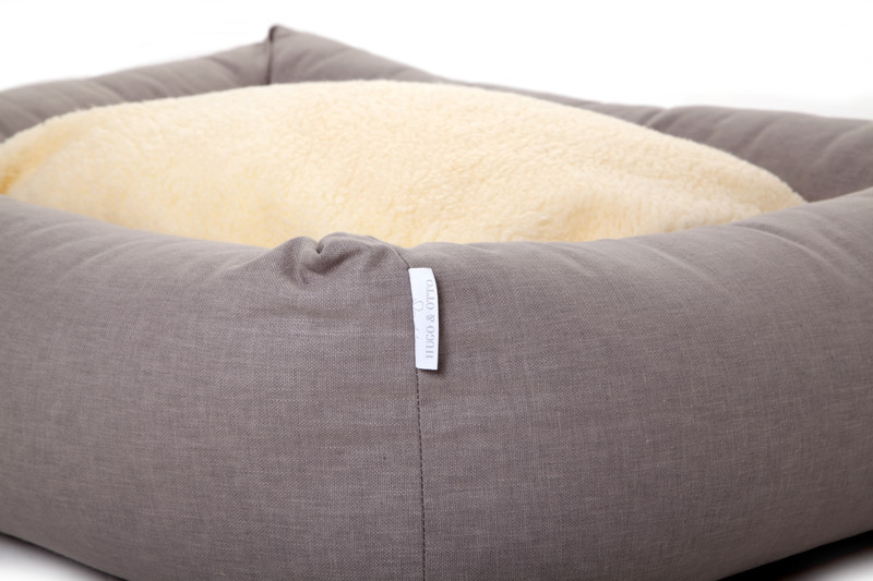 Hugo_and_Otto_Stow_Bolster_Dog_Bed_Cotwolds_Plains_Beige_Reverse_Side_Fleece_Details_jpeg