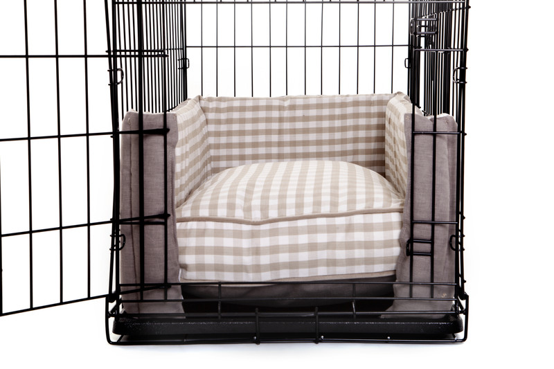 Hugo_and_Otto_Little_Tew_Cosy_Dog_Crate_Cushion_Cotswolds_plain_&_Gingham_Side_(Narrower)_Opening_Detail_jpeg