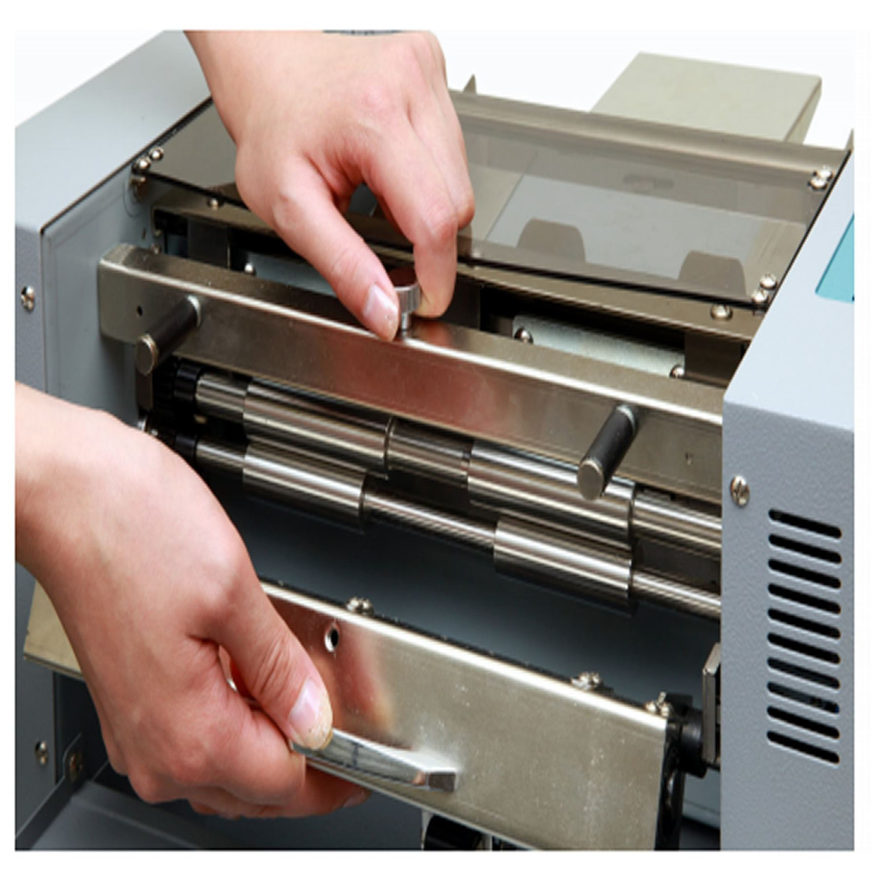 Duplo Ultra Cut 130 A4 Automatic Business Card Cutter
