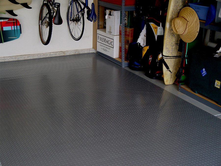 RoughTex Diamond Deck Roll-Out Flooring 2.9 mm Overall Thickness - Charcoal Garage
