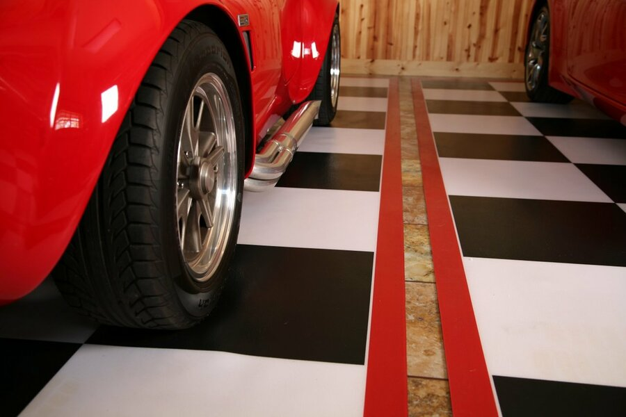 G Floor Vinyl Flooring Welded Checkerboard with Red Border