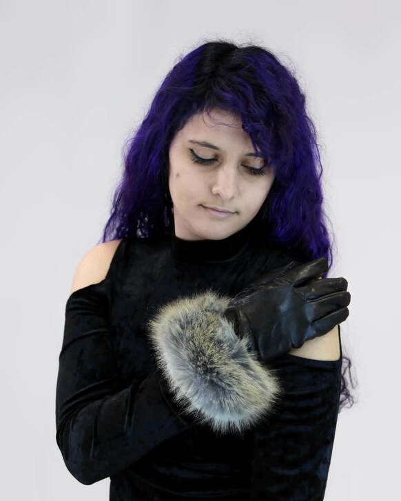 Leather Gloves with Faux Fox Cuff Black/Coyote