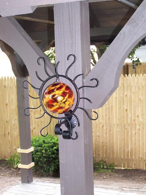 Spiraling Sun Decko-ration