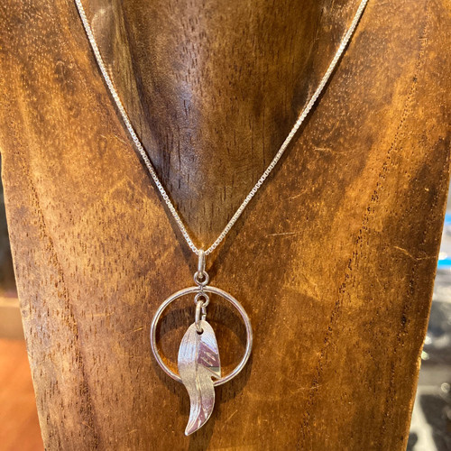Feather w/hoop necklace-small