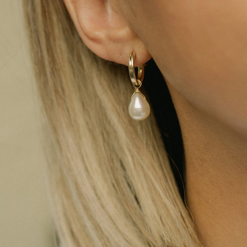 Amelia pearl on hoop earring