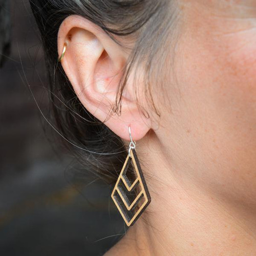 Mano earring-1