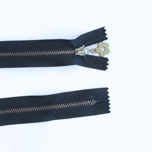 24cm black metal zip with daisy pull